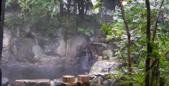雨の温泉宿 清風荘で過ごす